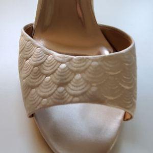 BHLDN Badgley Mischka scallop wedding heels sz 7.5